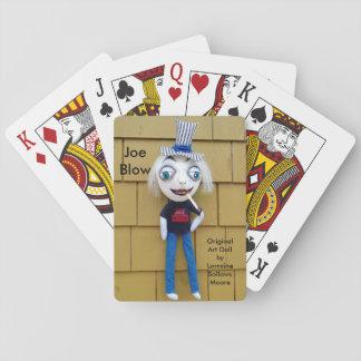 ジョーの打撃はトランプのポーカーの芸術の人形を遊びます トランプ