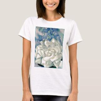 ジョージアO'Keefe圧倒する白いバラおよびLarkspur Tシャツ
