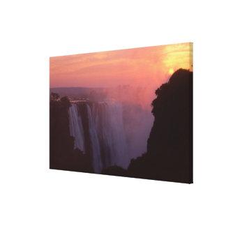 ジンバブエのヴィクトリア滝の国立公園。 霧深い キャンバスプリント