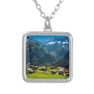 スイスのアルプス-スイス連邦共和国のGimmelwald シルバープレートネックレス