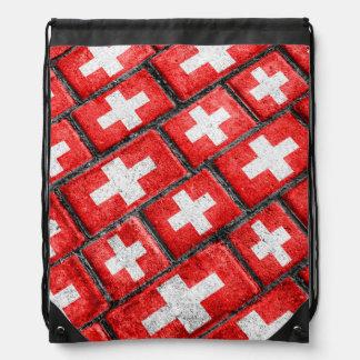 スイス連邦共和国の旗の都市グランジなパターン ナップサック