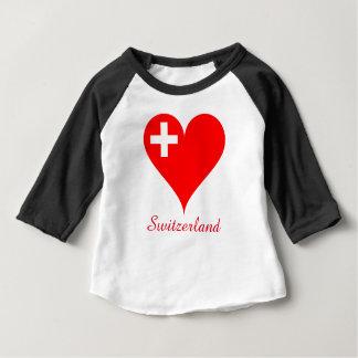 スイス連邦共和国の赤いハートの旗 ベビーTシャツ
