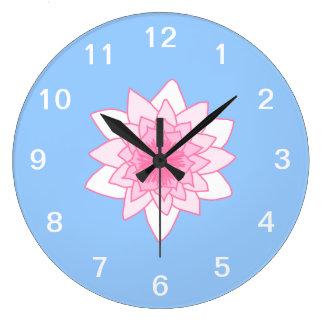 スイレン。 かわいらしいピンクおよび淡いブルー。 ラージ壁時計