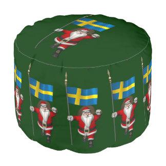 スウェーデンの旗を持つサンタクロース プーフ
