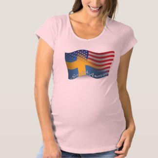 スウェーデンアメリカの振る旗 マタニティTシャツ