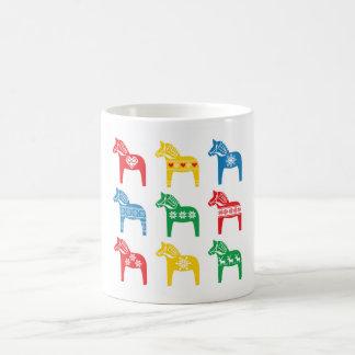 スウェーデン人のDalaの馬の花の民俗パターン コーヒーマグカップ