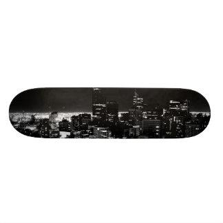スカイラインのカスタムのデッキ スケートボード