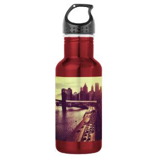 スカイラインの日没-ブルックリン橋およびNYCの都市景観 532ML ウォーターボトル