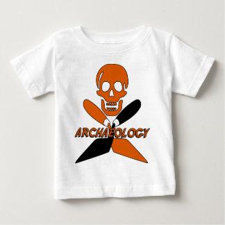 スカルおよび交差させたこての考古学 ベビーTシャツ