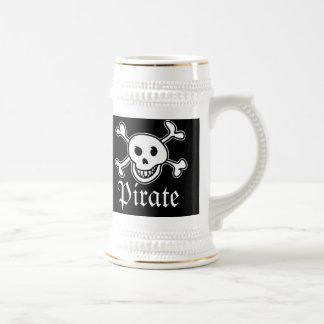 スカルおよび十字が付いている海賊ビールのジョッキはイメージの骨を抜きます ビールジョッキ