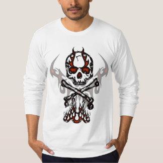 スカルおよび炎のワイシャツ Tシャツ