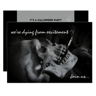 スカルの喫煙のタバコのハローウィンパーティの招待状 12.7 X 17.8 インビテーションカード