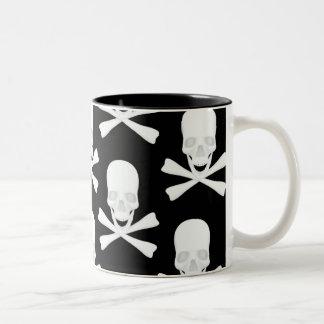 スカル及び交差させた骨のデザイン ツートーンマグカップ