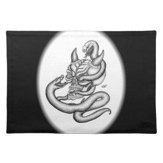 スカル-ヘビが付いている悪魔の頭部 ランチョンマット