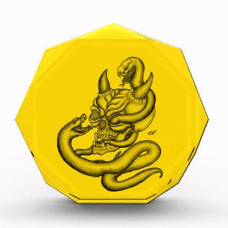 スカル-ヘビが付いている悪魔の頭部 表彰盾