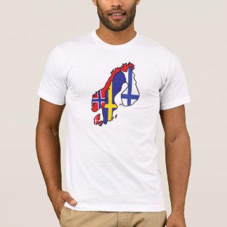 スカンジナビアの旗の地図 Tシャツ