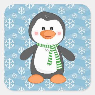 スカーフのクリスマスのステッカーを持つかわいい冬のペンギン スクエアシール