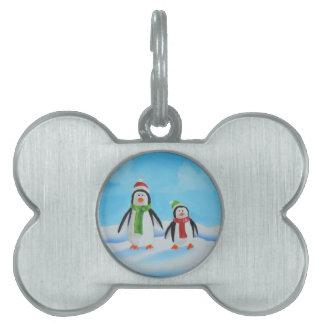 スカーフを持つかわいく小さいペンギン ペットネームタグ