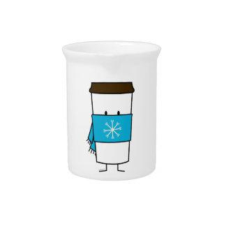 スカーフを身に着けている幸せなコーヒーカップ ピッチャー