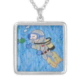 スキューバダイバーの潜水の熱帯魚のペンダントのネックレス シルバープレートネックレス