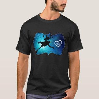 スキューバダイバーはより深く潜水できる深く青い海行きます Tシャツ