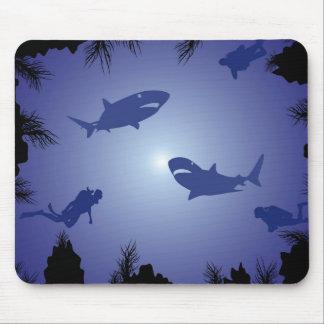 スキューバダイバー及び鮫パターン マウスパッド