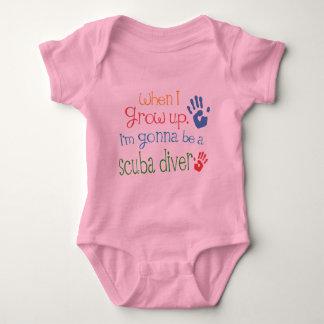 スキューバダイバー(未来)の幼児ベビーのTシャツ ベビーボディスーツ