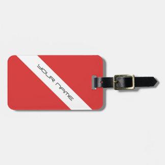 スキューバダイビングの記号の旗のダイバーの紋章の赤い白 ラゲッジタグ