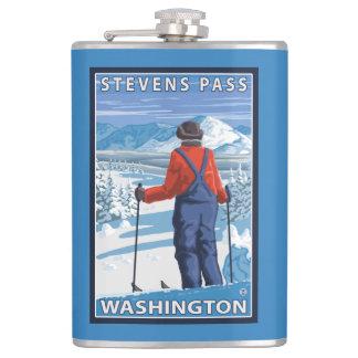 スキーヤーの賞賛-スティーヴンスのパス、ワシントン州 フラスク