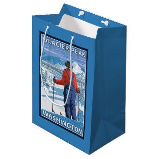 スキーヤーの賞賛-氷河ピーク、ワシントン州 ミディアムペーパーバッグ
