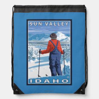 スキーヤーの賞賛- Sun Valley、アイダホ ナップサック