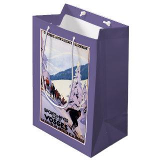 スキーヤーポスターを見ている見物人 ミディアムペーパーバッグ