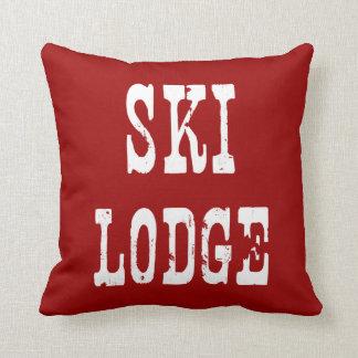 スキーロッジの赤 クッション