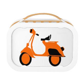 スクーターのオレンジ ランチボックス