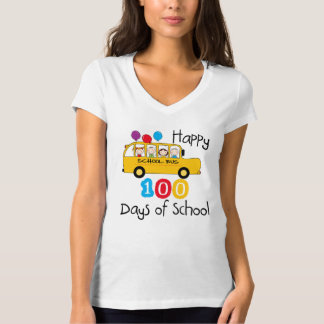スクールバスは100日を祝います Tシャツ
