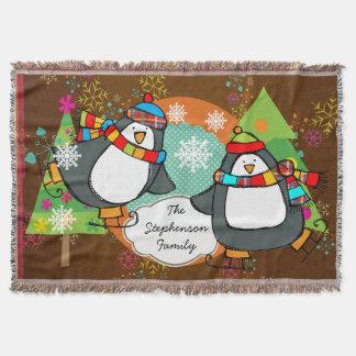 スケートで滑るのペンギンおよびクリスマスツリーの休日の投球 スローブランケット