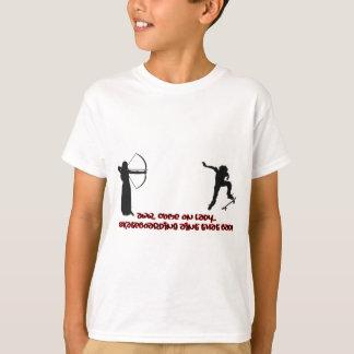 スケートボーダーのArcherの射撃、発砲 Tシャツ