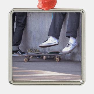 スケートボーダーは残りを取ります メタルオーナメント