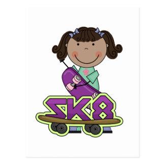 スケートボーダー-アフリカのアメリカの女の子のTシャツ 葉書き