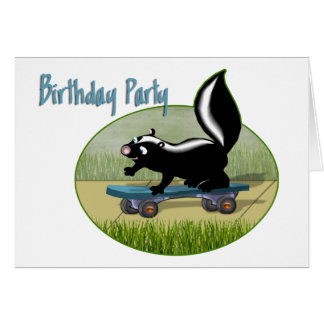 スケートボードの誕生日の招待状のスカンク グリーティングカード