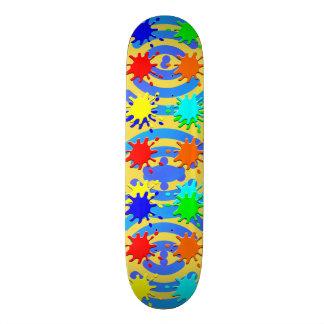 スケートボードの2カラフルのスタイリッシュなデザインのスケートボード スケートボード
