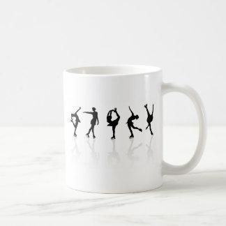 スケート選手及び反射 コーヒーマグカップ