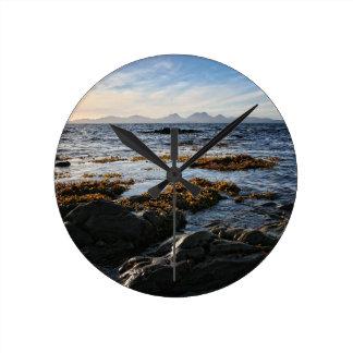 スコットランドのジュラの島のWestcoast ラウンド壁時計