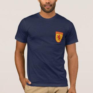 スコットランドのライオンの手がつけられない盾のTシャツ Tシャツ