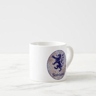 スコットランドの手がつけられないライオンの濃紺のケルト結び目模様 エスプレッソカップ