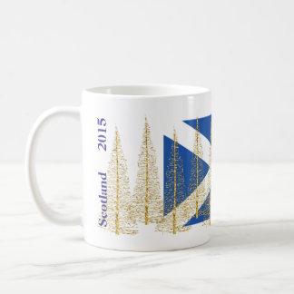 スコットランドの旗の金ゴールドのクリスマスツリーのマグ コーヒーマグカップ