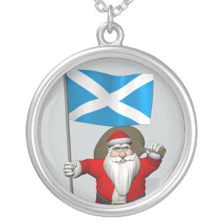 スコットランドの旗を持つサンタクロース シルバープレートネックレス