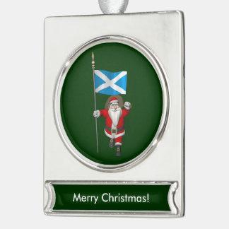 スコットランドの旗を持つサンタクロース シルバープレートバナーオーナメント
