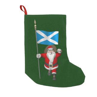 スコットランドの旗を持つサンタクロース スモールクリスマスストッキング