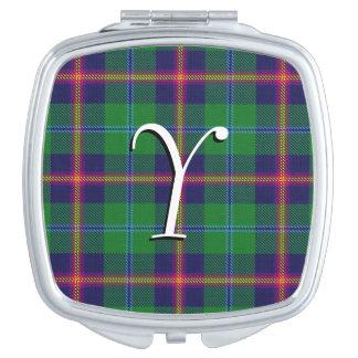 スコットランドの美しいの一族の若いタータンチェック格子縞
